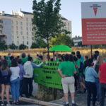 Concentración de madres, padres y niños para reclamar los colegios necesarios en Rivas