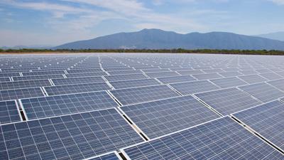 El impuesto al sol recaudaba para el Estado, los macrohuertos solares recaudan para los fundos buitre y las energéticas